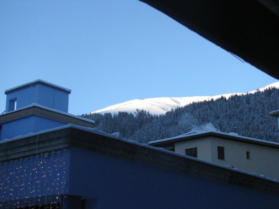 Club Hotel Davos:                   mountains are so near from the hotel