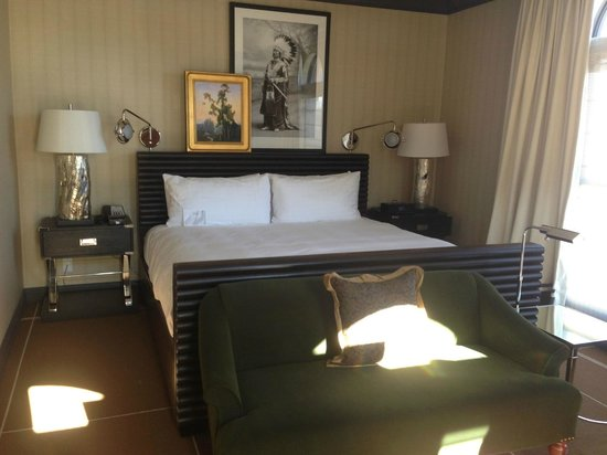 Hotel Jerome, An Auberge Resort: bedroom, comfy bed and linens