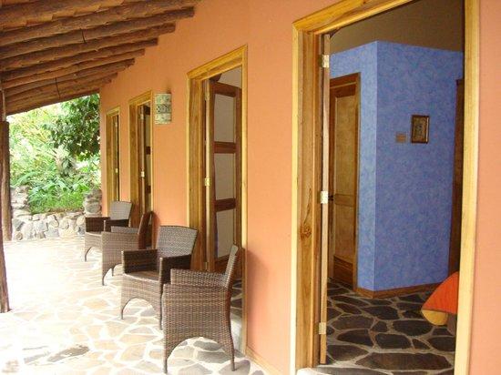 Hacienda La Isla Lodge:                   Terras voor de kamers