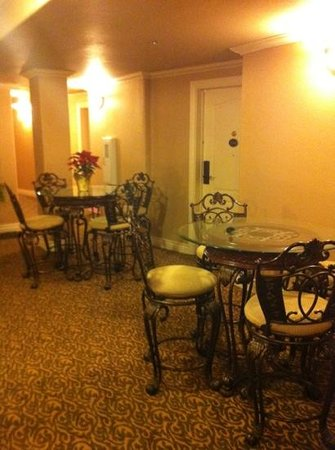 O'Brien Historic Hotel, an Ascend Collection Hotel: breakfast area on 2nd floor
