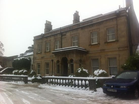 Bannatyne Hotel - Charlton House:                   picturesque in the snow