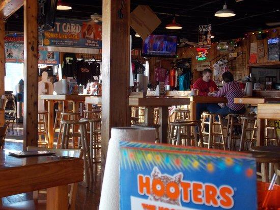 Hooters: Pleasant surroundings