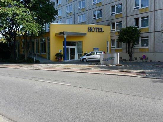 Am Terrassenufer Hotel: Hoteleingang