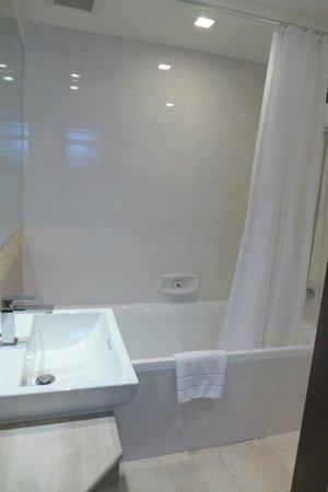 อโมล่า นีโิอลักซ์:                   Bathroom 2