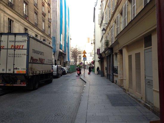 Hotel Bellan :                   Rue Leopold Bellan