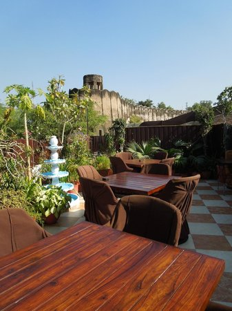 Sunder Palace Guest House:                   View of Fort from Rooftop Restaurant
