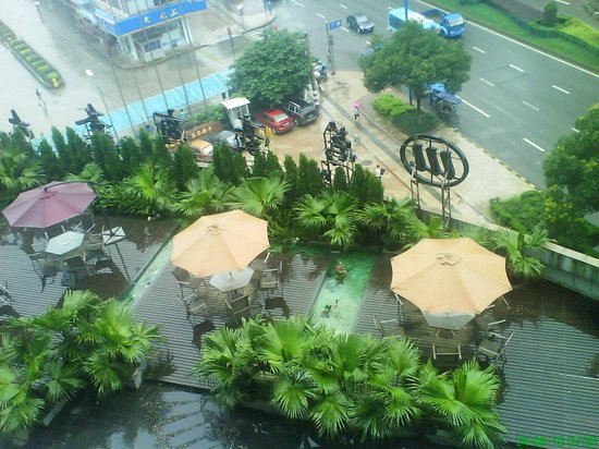 Wanrong Business Hotel: View from the window of a restaurant on the terrace