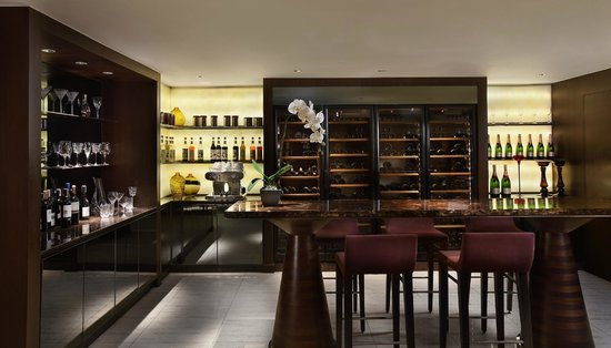 Sofitel Philippine Plaza Manila: Club Millesime Lounge