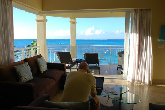 Windsong Resort:                   fantastic one bedroom oceanfront.....