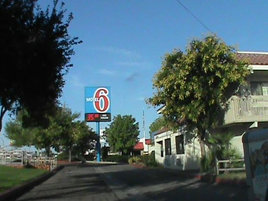 Motel 6 Kingman East : Sign at Motel 6 East