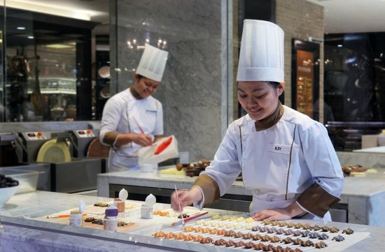 Sofitel Philippine Plaza Manila: Chocolaterie at Spiral