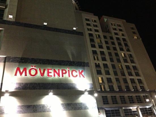 Anwar Al Madinah Movenpick Hotel : صورة جانبية للفندق