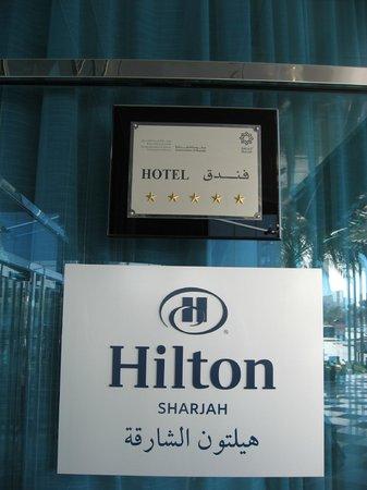 Hilton Sharjah:                   Hotel Eingang