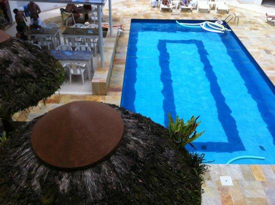 Capao Da Canoa Mar Hotel :                   piscina com uma lateral coberta