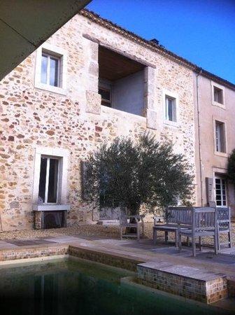 Chambre d'Hotes au Domaine du Soleil Couchant:                   Outside by the pool