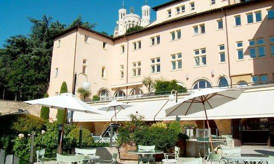 Vue de la terrasse piscine Villa Florentine Picture of