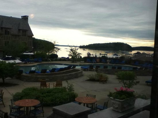 Harborside Hotel & Marina: Main pool area, early morning