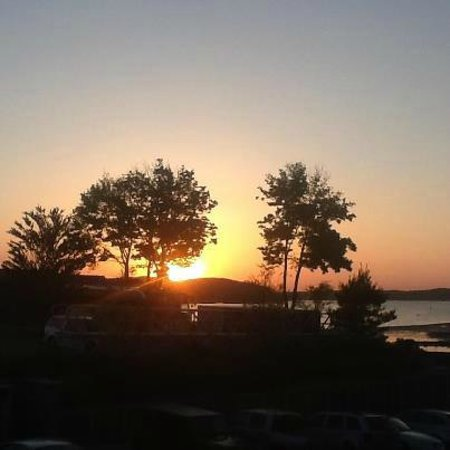 Harborside Hotel & Marina: Beautiful sunset view from the room