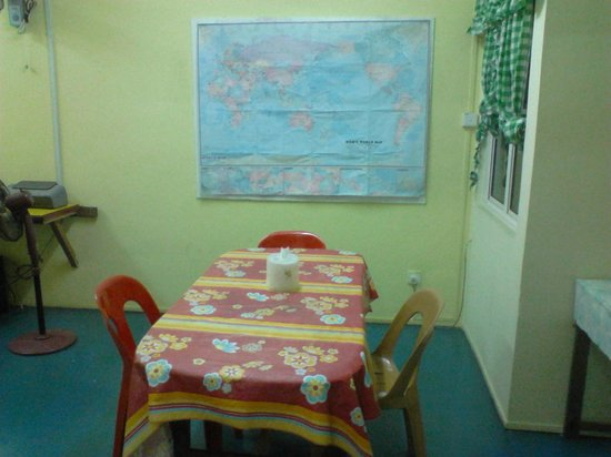 Sandakan Backpackers Hostel:                   Dining room