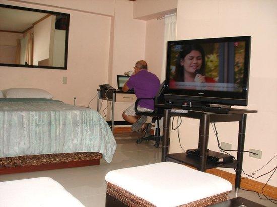 SDR Mactan Serviced Apartments: the inside room