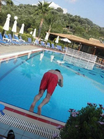 Petros Hotel: morning swim training