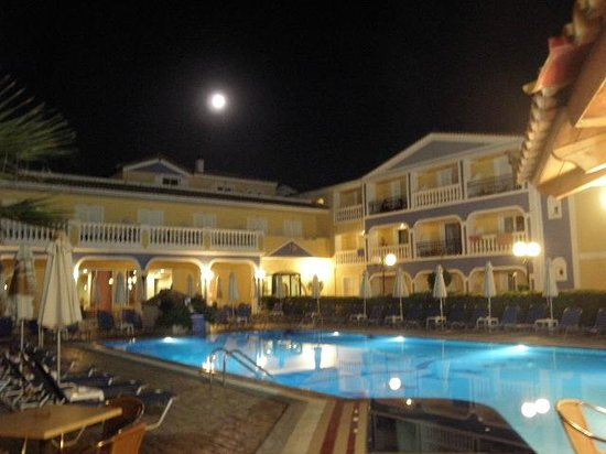 Petros Hotel: Petros by night