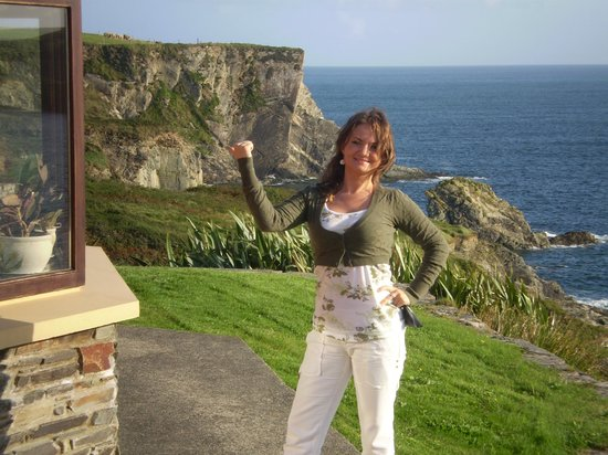 Sandycove House Bed & Breakfast:                   50 metres to the beach
