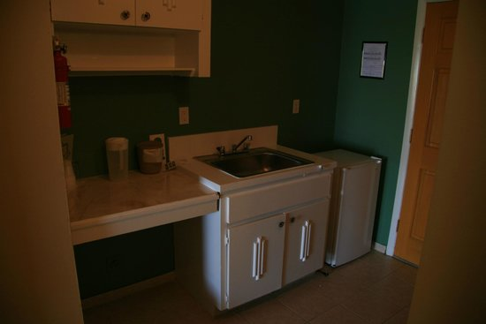 Bell Channel Inn: Kitchen Area
