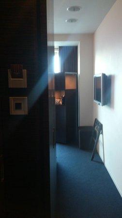 Mitsui Garden Hotel Ginza Premier: 部屋入ってすぐ
