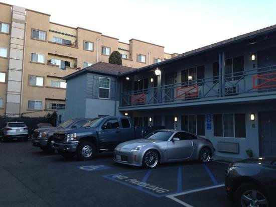 Jerry's Motel: parking in front