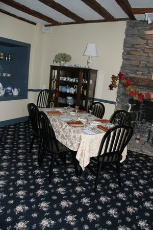 Altamont Old Stone House Inn: Lovely country style