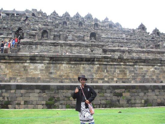Borobudur Temple:                   www.borobudur.com