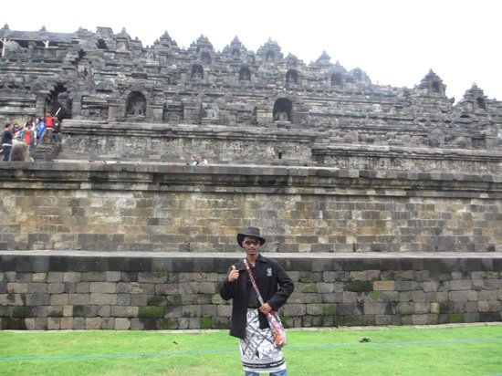 Świątynia Borobudur:                   www.borobudur.com