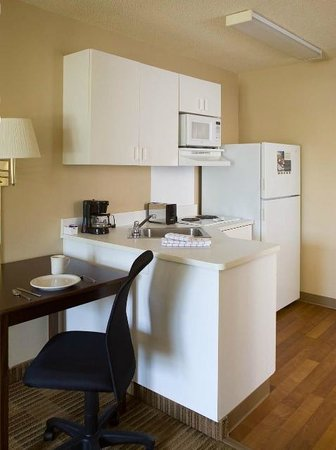 ‪‪Extended Stay America - Chicago - Vernon Hills - Lake Forest‬: Kitchen in every room‬