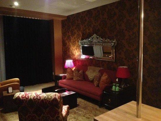 The Redbury Hollywood:                   livingroom                 