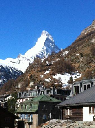 Hotel Mont Cervin Palace: Matterhorn from balcony