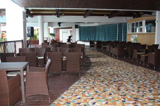 Le Manganao Hotel Club Paladien: suite du bar !!!