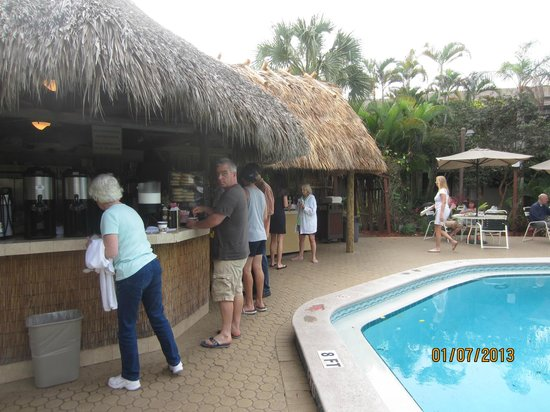 BEST WESTERN Naples Inn & Suites:                   breakfast by the pool