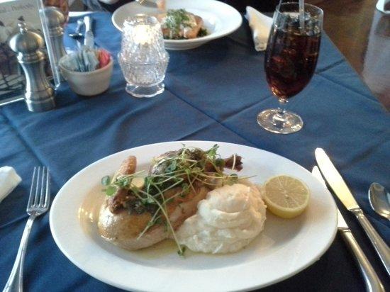 Boone Tavern Hotel:                   Half a chicken!
