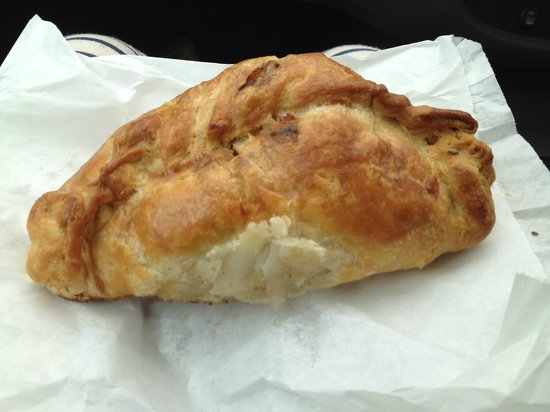 ‪‪Tregoad Park‬: From Sarah's? or sally's? pasty shop in looe town.. the BEST pasty ever