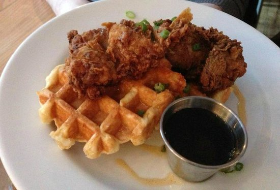 Chewies Steam and Oyster Bar: Chicken & Waffles