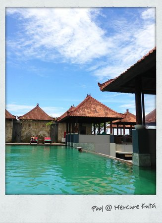 Mercure Kuta Bali:                   view of pool area