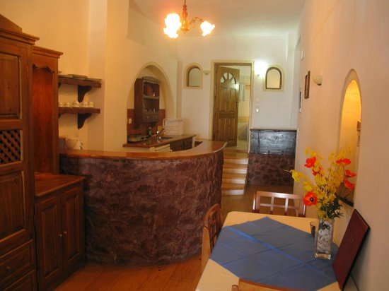 Hotel Atlantida Villas:                   Kitchenette/ Dining area