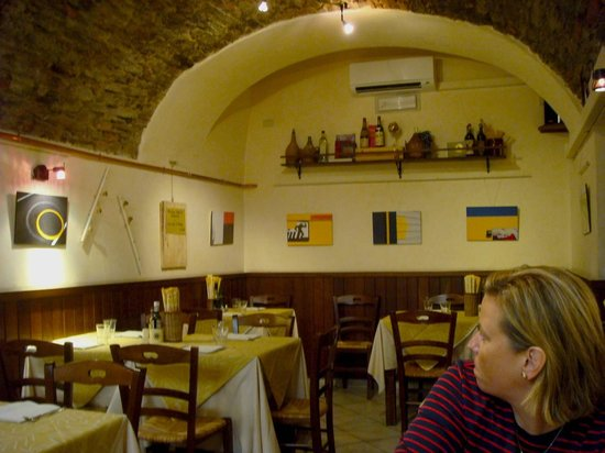 Pizzeria Fufluns:                   The side dining room