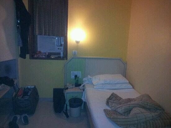 Sea Palace Hotel :                   single standard room