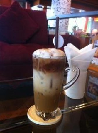Royal Phuket City Hotel:                   154 cafe (Phuket Royal City)