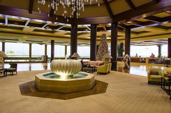 ذا سان ريجيس برنسفيل ريزورت:                   The entrance is grand with the restaurant to the left & the bar to the right, 
