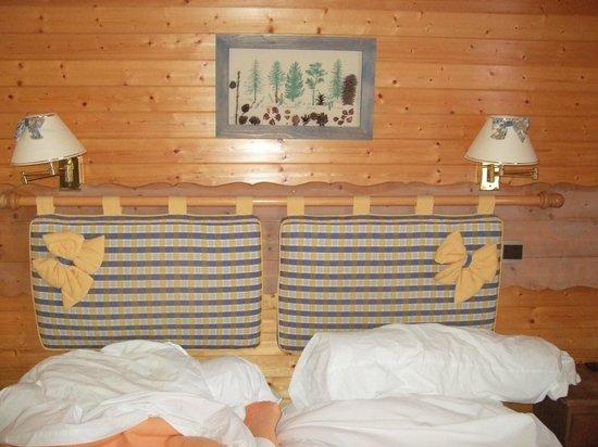 Hotel le Tremplin:                   Bed in room 11 Tremplin Hotel