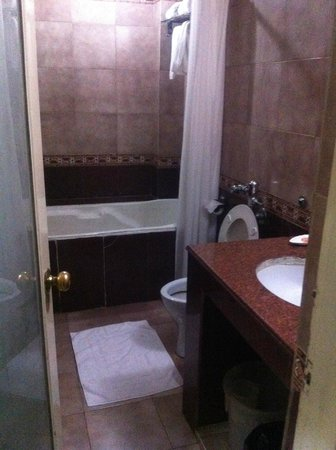 Empires Hotel Bhubaneswar: bathroom
