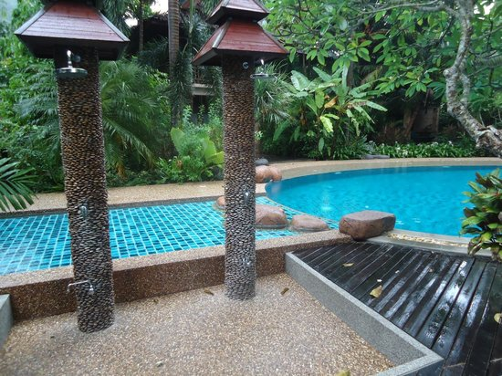 Somkiet Buri Resort: Pool shower area